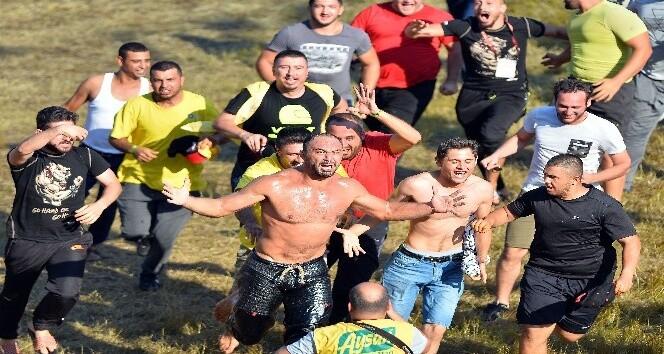 Şampiyon Ali Gürbüz başpehlivan oldu.